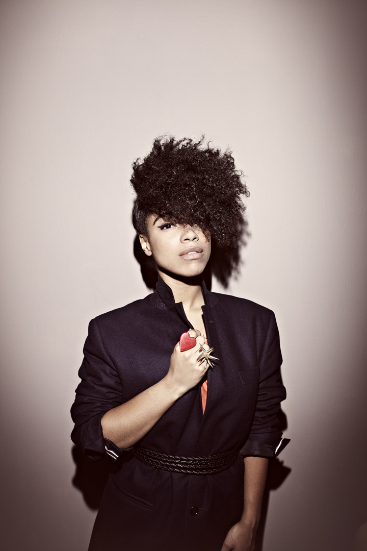 Lianne La Havas. Uit: Love is the Law